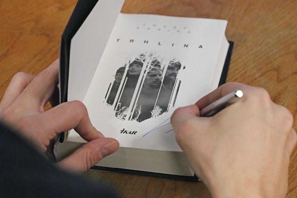 trhlina-kniha