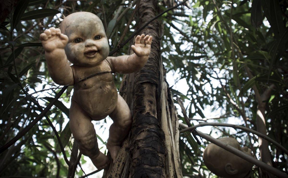 Bábika visiaca zo stromu